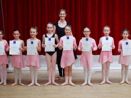 Surrey Dance School ballet dancers with exam certificates