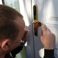 Knox Locks locksmiths in action - Oxted